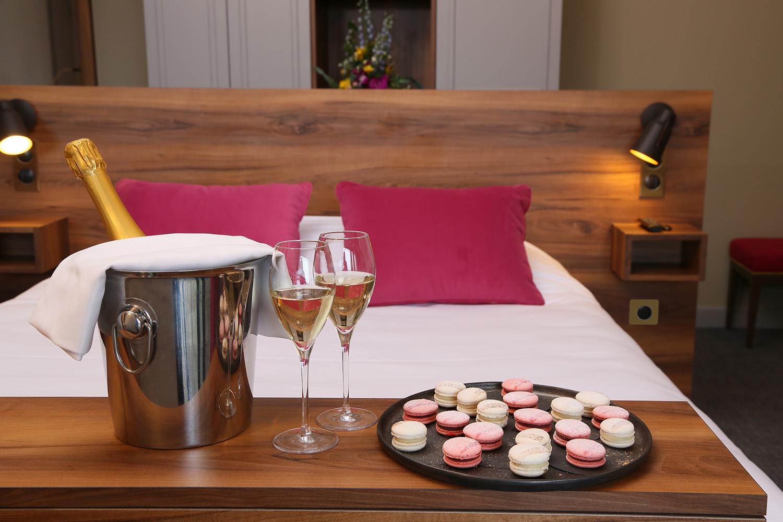 Chambre et Flute de Champagne - Hotel Restaurant les Grains d'Argent
